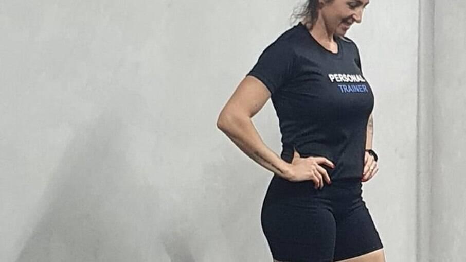Personal trainer Vanessa Del Solar dá aulas vestindo short considerado curto por academia de Brasília