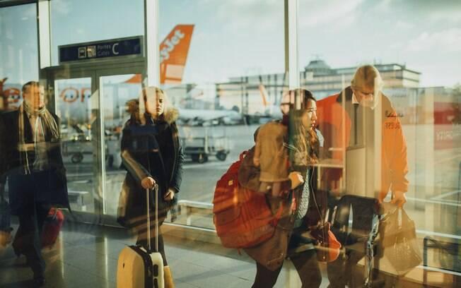 ilustração de um aeroporto movimentado