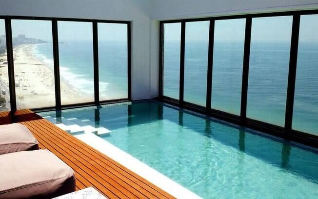 Além de uma das vistas mais privilegiadas do Rio de Janeiro, o Marina All Suites tem piscinas que parecem flutuar no mar