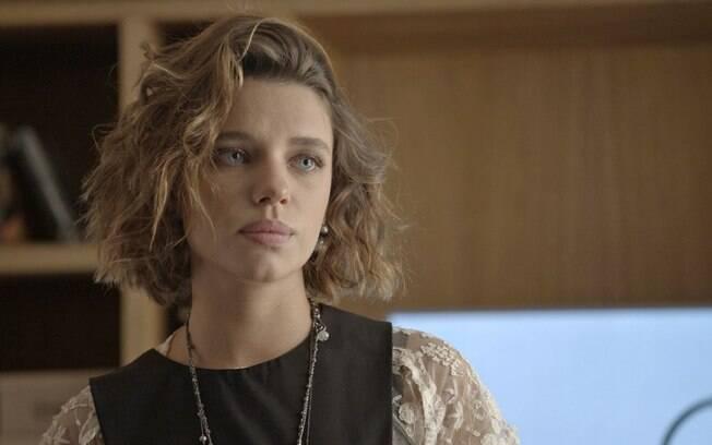 """Cibele, que é interpretada pela atriz Bruna Linzmeyer, usa rímel em um tom """"marrom vermelho"""" para realçar o visual natural"""