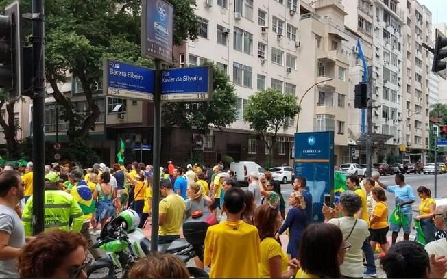 Manifestantes pró-Bolsonaro se reúnem no Rio de Janeiro