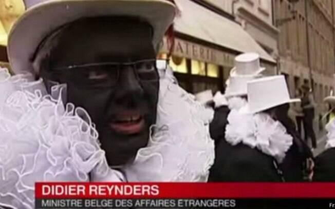 Chanceler belga pinta rosto de preto e causa polêmica