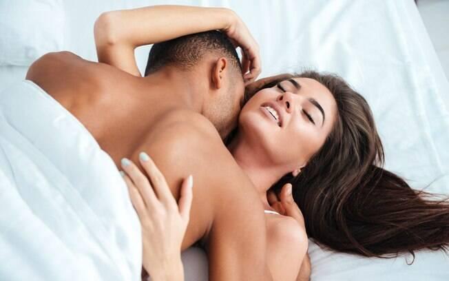Confira as melhores posições sexuais para os dias de preguiça