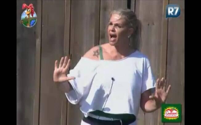 Monique grita com Gui durante a discussão