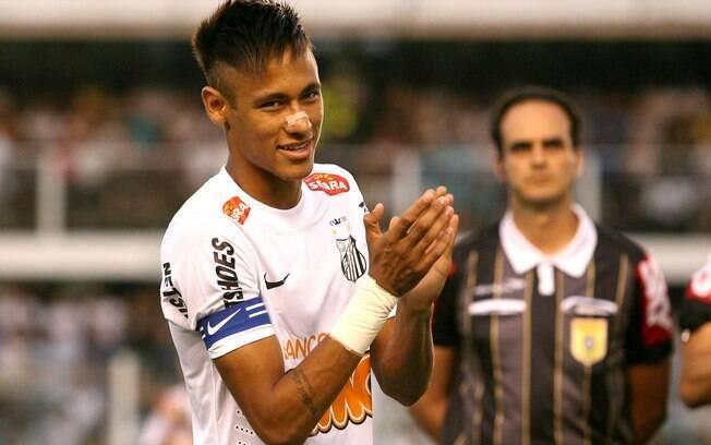 Neymar exibe novo penteado na vitória sobre o  Palmeiras
