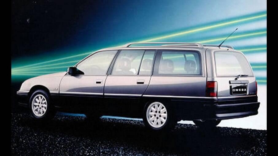 Chevrolet Omega Suprema chegava em abril de 1993 com a vantagem de seu porta-malas de 540 litros