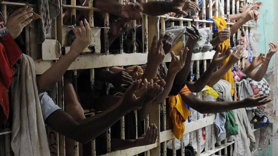 Covid-19 atingiu mais de 80% das prisões em 14 estados