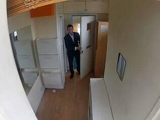 Apartamento localizado no oitavo andar conta com porteiro 24 horas