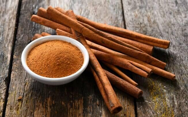 As propriedades termogênicas da canela, similares às pimenta, tornam-na um dos alimentos afrodisíacos