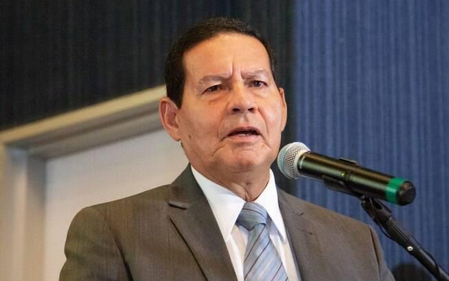 Mourão defende que criminalização da homofobia deveria ser discutida pelo Congresso