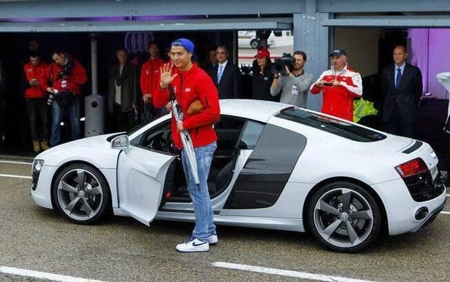 bb057ab5f0c77 Por US$ 150 mil Cristiano Ronaldo adquiriu seu Audi R8.. Foto: Divulgação