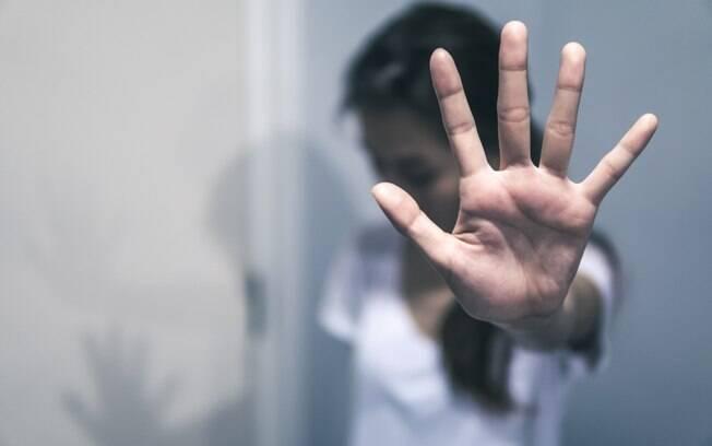 Leticia conta como a ex-namorada do rapaz a ajudou a sair do relacionamento abusivo: