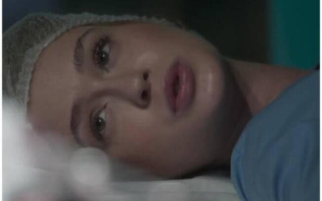 Eliza doa parte do fígado para salvar Jonatas em