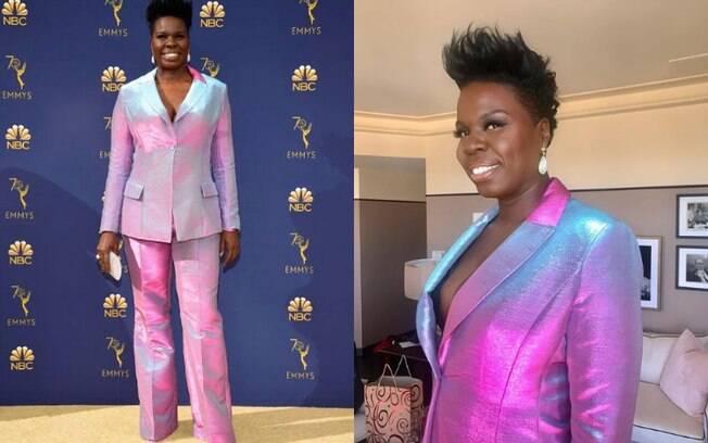Looks das famosas: Leslie Jones ousou em um terninho holográfico, mesclando as cores rosa, azul e branco no visual