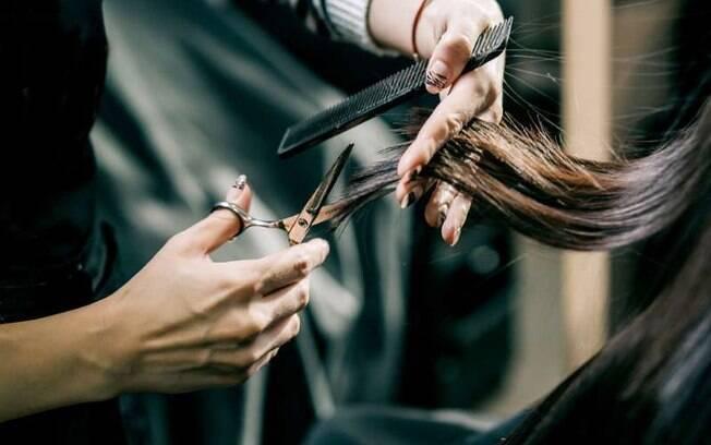Buscar por cortes de cabelo modernos podem te ajudar a manter o visual e o estilo jovens, sem se preocupar com idade