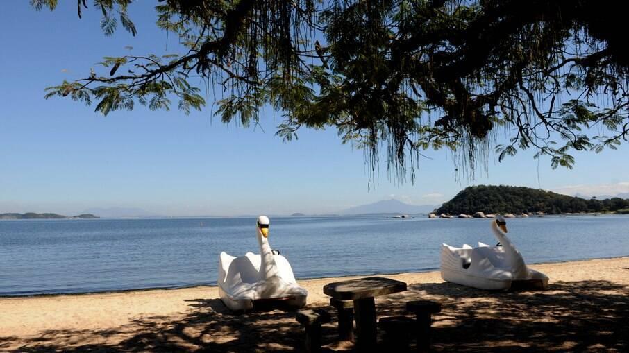 Praia na Ilha de Paquetá, no Rio de Janeiro