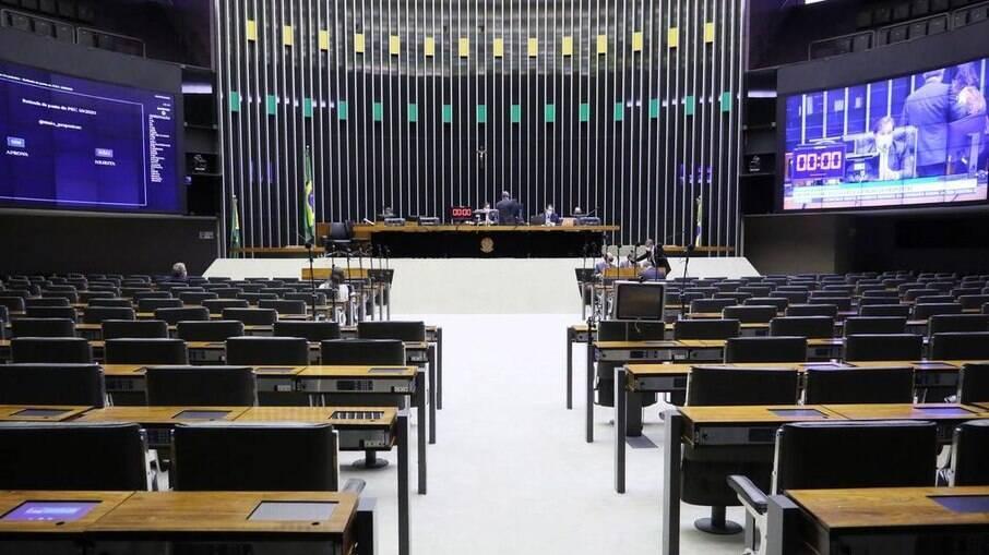 Câmara aprova texto que permite compra de vacinas pelo setor privado
