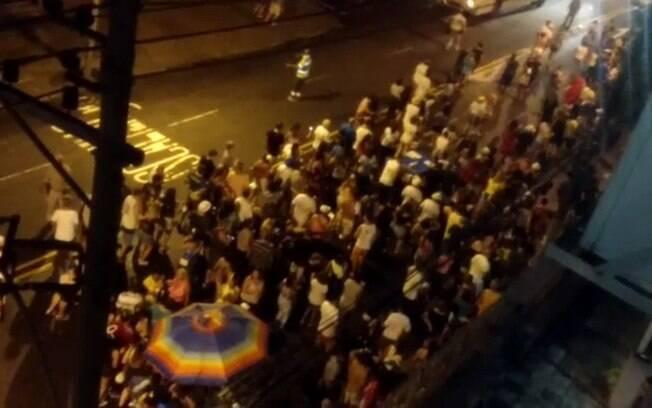 Foliões viveram momento de pânico durante tiroteio na noite de ontem na rua Conde do Bonfim, na Tijuca