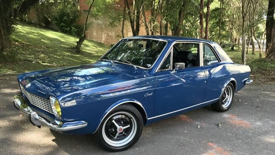 Ford Corcel: com rodas da versão GT e faróis com lentes amarelas, a raridade ficou com aspecto esportivo e elegante
