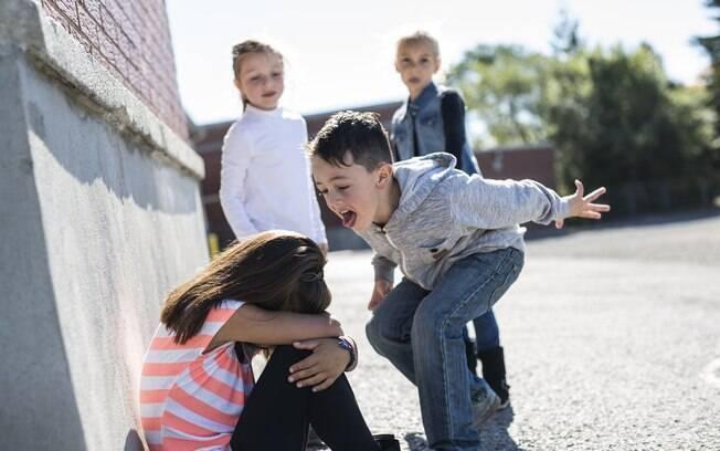 Crianças que cometem bullying querem se autoarfirmar