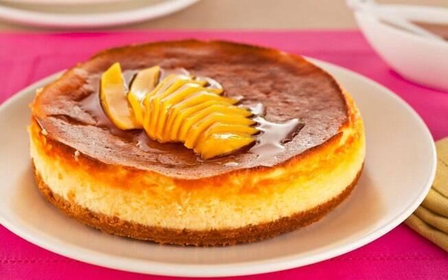 Foto da receita Cheesecake com iogurte e manga em calda pronta.