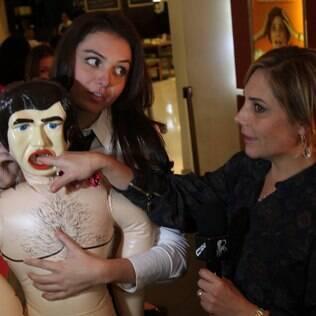 Heloísa Périssé ganhou uma boneca inflável da repórter do