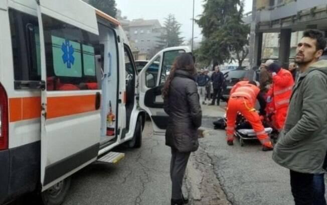 Tiroteio deixa feridos em Macerata, na Itália. Crime pode ter ligação com morte de jovem de 18 anos, achada esquartejada