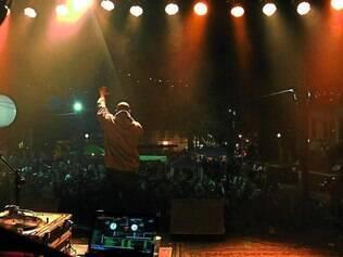 Show. Realizado pelo coletivo Fórceps, o festival Escambo, em Sabará, recebeu Emicida em sua edição de 2011