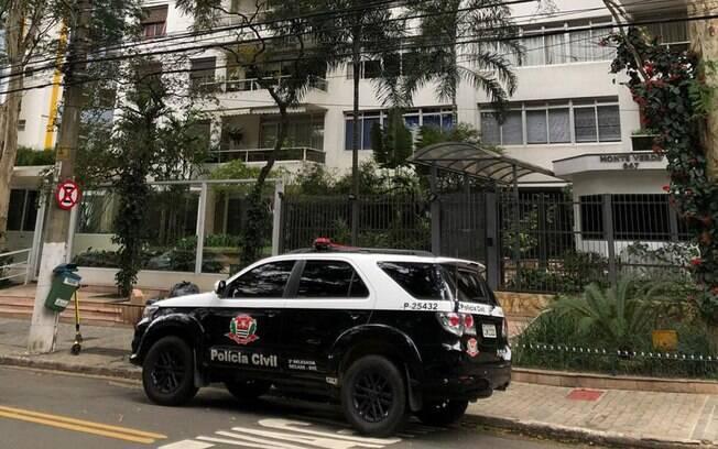 Polícia Civil em frente ao prédio onde Roger Abdelmassih mora