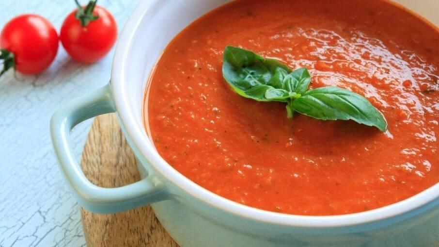 O molho de tomate caseiro é rápido e delicioso