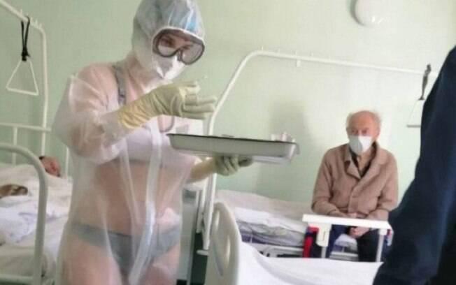 enfermeira com lingerie a mostra no hospital