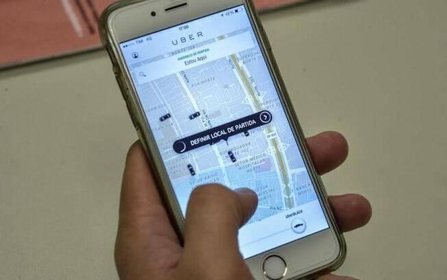 Usuário acessando aplicativo de transporte