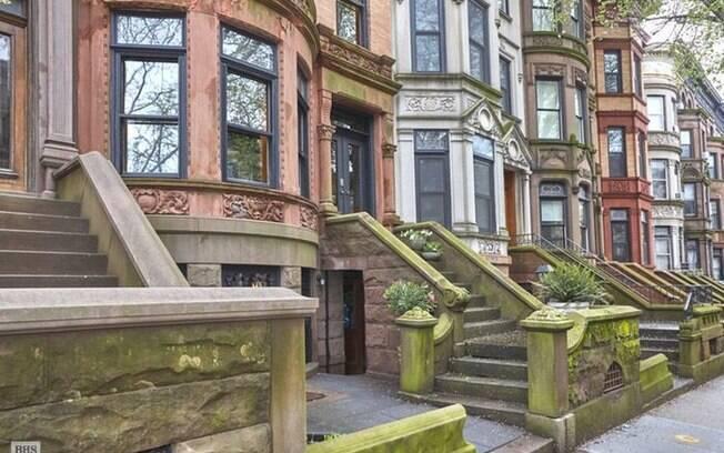 Antes dividida em apartamentos, a propriedade em que Obama morou tornou-se uma casa de quatro andares em 1994
