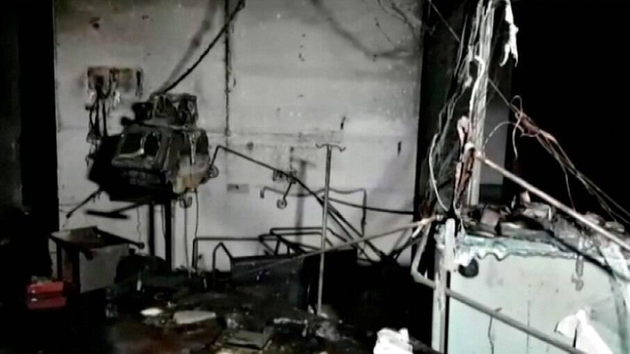 Estrutura do hospital foi consumida pelo fogo