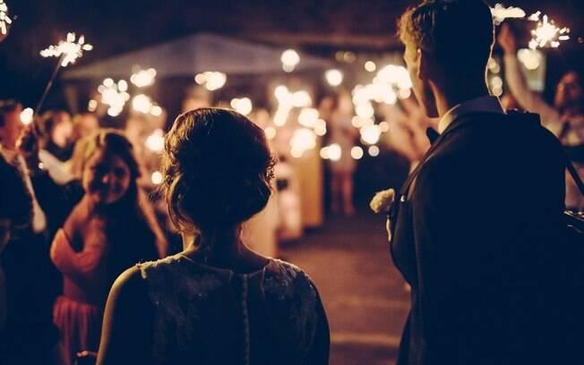 Casamentos pequenos estão se tornando cada vez mais comuns, e o grande desafio para os noivos é fechar a lista de convidados
