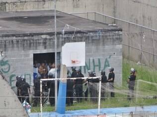 Adolescentes durante rebelião na unidade da Fundação Casa Vila Conceição, no mês passado
