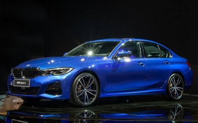 BMW Série 3 surge no Salão do Automóvel 2018 em sua versão 330i, que fica abaixo do esportivo M3