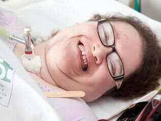 Eliana Zagui tem 37 anos e está internada desde o primeiro ano de vida por causa da paralisia infantil