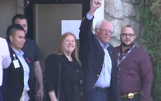 Pré-candidato à Presidência dos EUA, Bernie Sanders deixa hospital após sofrer infarto