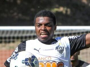 Jemerson continuará na zaga do Atlético contra o Flamengo e pode ter Edcarlos como companheiro