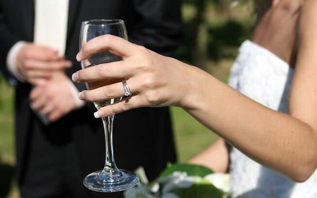 Do total de 1.095.535 casamentos civis, 1.090.181 foram entre pessoas heterossexuais e 5.354 entre homossexuais