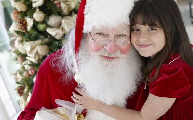 Quando questionados sobre o Papai Noel, pais devem ser francos com a criança e não forçar a crença