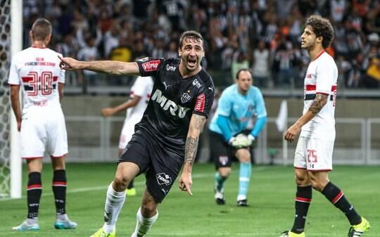 Depois de 28 rodadas, Brasileirão volta a ter jogador com três gols numa partida - Futebol - iG
