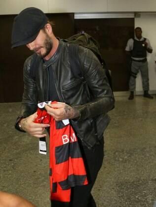 David Beckham ganhou uma camisa do Flamengo ao desembarcar no Rio