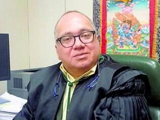 Juiz Flávio Roberto de Souza, que foi afastado após ser flagrado usando bens de Eike