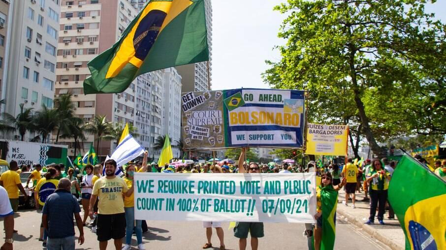Manifestante no ato pró-Bolsonaro no Rio de Janeiro