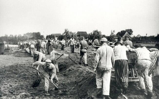 Trabalhadores no campo de concentração de Neuengamme, onde Friedrich Karl Berger foi guarda voluntário