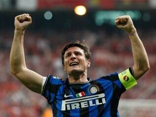 Mito, Zanetti viveu suas grandes glórias com a camisa da Internazionale, clube que defende desde 95