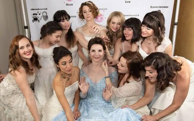 Audrey Moore pediu para as convidadas do seu casamento usarem o vestido de noiva delas e foi um sucesso