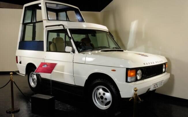O Range Rover de 1981 foi o primeiro papamóvel blindado da história, criado após o atentado contra o Papa João Paulo II.